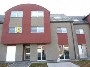 Grens Erembodegem, in rustige straat: Recent appartement 2de V met lift en 2 bovengrondse autostaanplaatsen. Living met groot terras (6.50m²), vo