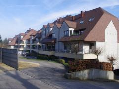 Luxe-appartement (4 jaar oud) 104m²residentiële ligging. 2 slaapkamers, ruime living met open keuken (volledig ingericht), 2 terrassen met v
