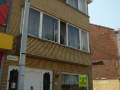 !!!OPEN HUIS: 11/10 van 10u30 tot 12u!!! Voormalig handelshuis; benedenverdieping te bewonen of te gebruiken als praktijkruimte. Zeer grote inkom die
