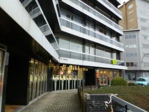 Zeer ruim appartement op wandelafstand van het centrum van Aalst. Het appartement omvat: inkomhal met ingebouwde kast, apart toilet, ruime leefruimte,