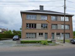 Apppartement op de tweede verdieping te huur. Het appartement bestaat uit een inkomhal, ruime living met open keuken, terras, 2 ruime slaapkamers, dou
