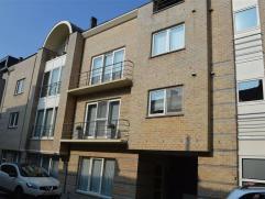 DUPLEX-APPARTEMENT te huur in centrum AALST! Het appartement bestaat uit inkomhal, gastentoilet, living met veel lichtinval, terras van 12 m², vo