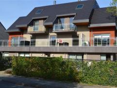 MODERN appartement TE HUUR in Nieuwerkerken (AALST) in een rustige straat. Dit appartement bestaat uit een inkomhal, living met véél lic