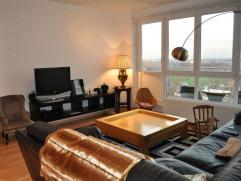Prachtige PENTHOUSE te HUUR in AALST (+- 75 m²). Deze penthouse bestaat uit inkomhal, ruime living met veel lichtinval en een prachtig uitzicht o
