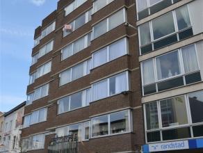 Appartement te huur in CENTRUM AALST op de Hopmarkt. Dit appartement bestaat uit een inkomhall, living met veel lichtinval, keuken en 1 slaapkamer (14