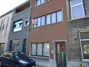 Gezellig appartement TE HUUR in centrum Aalst. Dit appartement bestaat uit een inkomhal, ruime living met veel lichtinval, open keuken, nachthal, wash