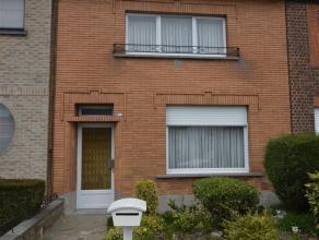 Woning met 2 slaapkamers op een terrein van 1 are 75ca te koop gelegen in centrum Droeshout (Opwijk). De woning bestaat uit een inkomhal, ruime woonka