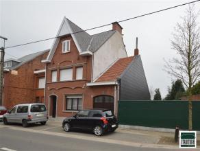 Prachtig gelegen woning met 3 slaapkamers op een terrein van 5 are 75ca te koop gelegen nabij Denderbelle (Lebbeke) centrum. De woning bestaat uit een