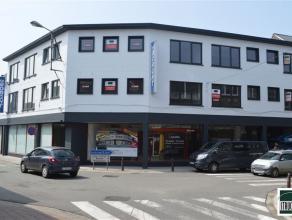 Lichtrijk appartement met staanplaats te huur gelegen nabij het centrum van Londerzeel. Dit appartement gelegen op de 2de verdieping bestaat uit een i