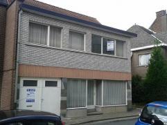 Erembodegem : Te renoveren, gunstig gelegen eigendom op 3are nabij Terjoden en industriezone Erembodegem en oprit E40 met aparte inkom, winkelruimte o