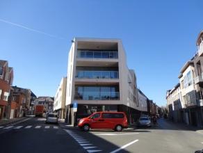 Aalst : Prachtig hoekappartement gelegen op de bovenste verdieping met panoramisch zicht over de Stad Aalst. Omvat: inkom, aparte toilet, zeer ruime e