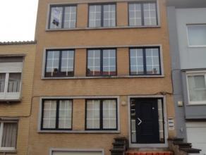 Aalst : Rustig en centraal gelegen appartement op de 2e verdieping nabij rond punt Aalst. Omvat: gem. inkom met tellerkast, aparte inkomhall, toilet,