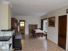 Te koop in Lebbeke: HOB met 3 slaapkamers en grote tuin! Deze woning met tuin situeert zich vlakbij Buggenhout-Opstal en op korte afstand van het trei