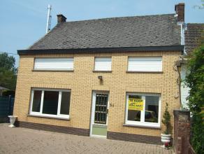 Goed gelegen woonhuis type half open bebouwing met garage en tuin is gelegen te Zandbergen, Middenstraat nr 56<br /> de eigendom beschikt over een ga