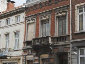 Schaerbeek, Rue de Gallait, spacieuse maison du début du siècle, de +-/ 200m² avec hauts plafonds moulurés, planchers, chemi