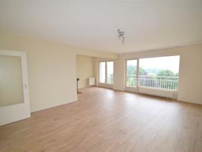 Dans le très agréable parc du Forum, bel et lumineux appartement réniové deux chambres de +/-95 m² plus deux terrasse