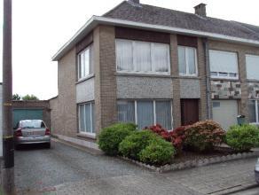 Charmante woning gelegen in een rustige omgeving op een boogscheut van het centrum van Aalst en oprit autostrade.De woning omvat op het gelijkvloers:R