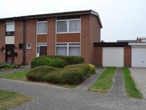 Degelijke woning gelegen in een rustige woonwijk aan de rand van Ninove.De woning dient gerenoveerd te worden: elektriciteit te vernieuwen, badkamer e