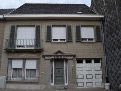 Zeer degelijke, instapklare woning met 4 slaapkamers in rustige buurt van Erembodegem.|| Deze ruime instapklare woning is gelegen in een rustige buurt