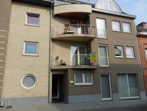 Prachtig appartement met twee ruime slaapkamers, living met open keuken, berging, badkamer, twee terrassen, garage en gezamenlijke tuin. Het apparteme