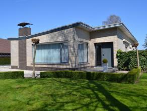 Zeer goed onderhouden bungalow, gelegen op een boogscheut van de autostrade E 40 afrit AALST.Deze woning omvat : ruime inkomhall, grote living in L vo