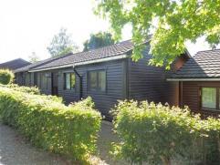 Chalet in zeer goede staat met terras, 2 slaapkamers, ingerichte keuken en kelder.