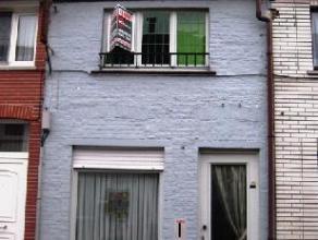 Woonhuis met tuin en autostaanplaats oppervlakte 2a 60ca. Indeling: gelijkvloers, living en eetplaats, keuken, badkamer, hobbykamer of tweede leefruim
