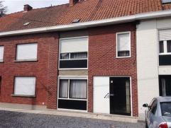 Mooie, goed onderhouden woning aan de rand van Ronse met kelder, inkomhal, living-salon, keuken, berging/wasruimte, wc, terras3 kamers, badkamer en zo