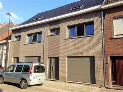 Nieuwbouwwoning, te koop in staat van winddichte ruwbouw, gelegen aan de rand van de stad met: inkomhal, wc, garage, ruime living met keukenhoek, 3 ka