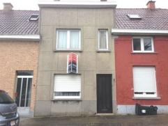 Te renoveren woning in Ronse met inkomhal, living, salon, keuken, berging 2 kamers en zolder.