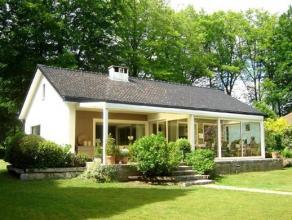 Mooi gelegen villa in het Muziekbos te Ronse met goed onderhouden tuin, ruime garage (2 wagens) en 3 slaapkamers. Indeling: inkomhal, living en eetkam