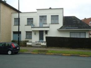Belle maison trois façades à Renaix avec hall, living, cuisine, débarras, bureau/chambre 3 chambres, salle de bains, grenier, cav