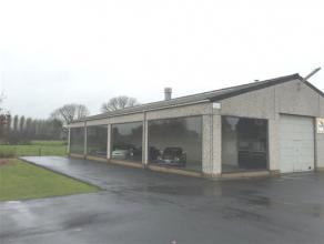 Atelier/ Show Room de 150 m² avec possibilité de parking - Bonne situation et de nombreuses possibilités.