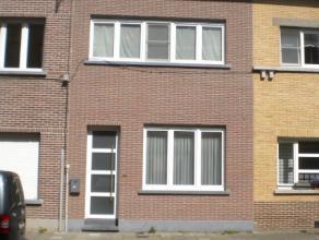 Het betreft een centraal en rustig gelegen nieuwbouwwoning langs de Frank Baurstraat 39, 9000 Gent. Gunstig gelegen nabij UZ. De woning omvat op het g