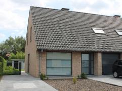 Recente halfopen bebouwing met tuin en garage in Nederename Verzorgde en mooi afgewerkte halfopen bebouwing gelegen in rustige straat (doodlopend) in