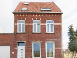 Mooi en rustig gelegen ruime woning in Rons. De woning werd reeds deels gerenoveerd: Alle voorzieningen (Water, elektriciteit en aardgas) zijn reeds v