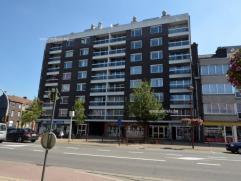 Mooi appartement in centrum van Deinze gesitueerd op de 6de etage van deze Residentie. Gebouw beschikt over een lift. Indeling appartement; inkom, afz