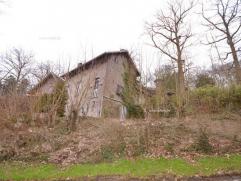 Deze charmante woning vinden we terug in een bosrijk gebied op een boogscheut van het centrum van Oudenaarde! Omvat een inkomhal, ing. keuken, leefrui