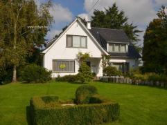 Stijlvolle villa met grote tuin op een totale grondoppervlakte van 3110 m² in het mooie Mater. Woning omvat: inkomhall met toilet en vestiaire, a