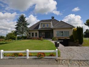 Deze karakteristieke open bebouwing bevindt zich in het landelijke Michelbeke. Het terrein heeft een totale oppervlakte van 1554m² en biedt een p