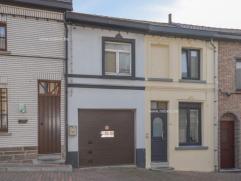Te renoveren rijwoning met 2 slaapkamers en tuin op een grondopp van 65 m² te Geraardsbergen. Onderkant is momenteel een garage, maar was vroeger