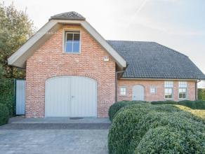 Uiterst kwaliteitsvolle Cottage villa met een panoramisch verzicht op de typische glooiingen van de Vlaamse Ardennen! Gelegen in het landelijke Elst/B