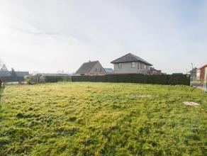 In het knusse dorpje Petegem (Wortegem-Petegem) vinden we dit perceel bouwgrond geschikt voor een open bebouwing. Staat op een totale grondoppervlakte