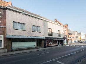Voormalig handelspand in centrum Brakel, kan ingericht worden tot een ruime tweegevelwoning! Nabij openbaar vervoer, winkels, cafeetjes, ... Indeling: