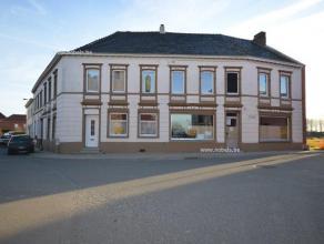 In het landelijke dorpje van Everbeek bevindt zich deze ruime woning. Mooie ligging: net aan het kerksplein en in de omgeving van het dorpsschooltje.