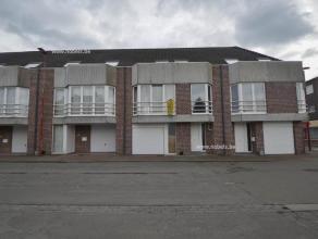 Toffe bel-étage woning gelegen aan station te Zingem en op een boogscheut van de dorpskern! Deze woning biedt U; Inkomhall met bezoekerstoilet,