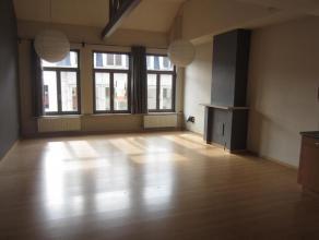 Goed onderhouden en lichtrijk appartement met 1 slaapkamer gelegen in de winkelstraat van Oudenaarde! Bestaande uit inkom, ruime leefruimte met open e