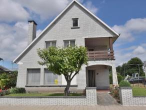 Deze prachtige woning ligt in een eenrichtingstraat en op wandelafstand van het centrum van Oudenaarde. De woning biedt heel wat mogelijkheden met zic