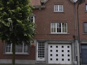 Deze bijzonder goed gelegen en zeer grote woning is gelegen in het centrum van Oudenaarde, vlakbij het station van Oudenaarde. Het gelijkvloers bestaa
