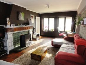 Ruime, centraal gelegen woning met 3 slaapkamers, tuin en garage op 3are. Deze woonst is reeds voorzien van nieuwe ramen (HR+) en verwarming op aardga